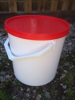 5 X 10 Litre   Buckets With Leakproof Sealable Lids Water Storage Fishing Food