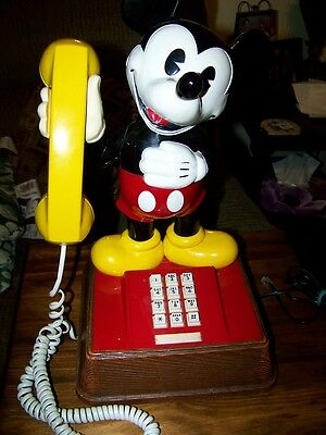 VINTAGE1976  MICKEY MOUSE PUSH BUTTON TOUCHTONE TELEPHONE excellent condition