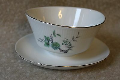 Mitterteich Bavaria GREEN MING Platinum Trim Gravy Boat with Attached Underplate