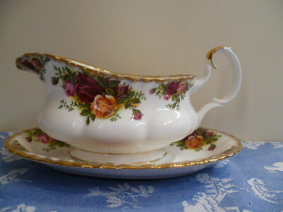 Vintage Royal Albert Made In England 1962 Old Country Roses  Gravy Boat & Saucer