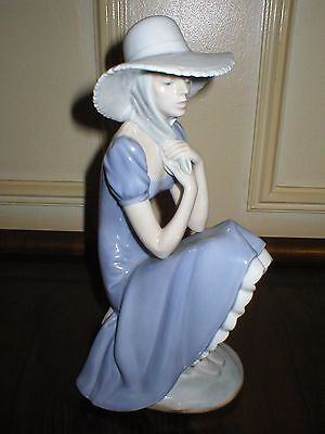 LARGE STYLISH LLADRO NAO FIGURE GIRL IN HAT WITH BLUE DRESS FIGURINE 11in