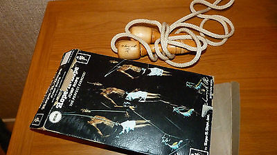 MUHAMMAD ALI 1970s OFFICIALLY ENDORSED BOXING SKIPPING ROPES FACSIMILE SIGNATURE
