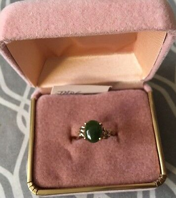 10K Fine Yellow Gold & Jade Ring Size 7 2.6 Grams