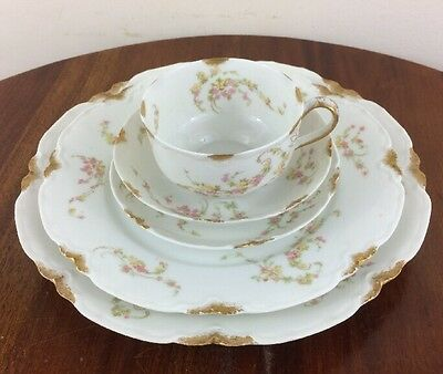 Antique Haviland 5 Piece Place Setting, Schleiger 233A The Norma