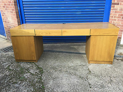 work bench / dressing table