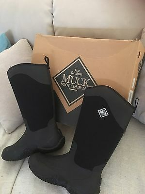 muck boots size 6