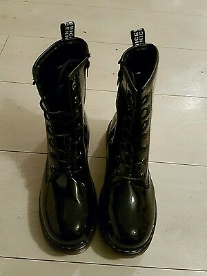 TRUFFLE COLLECTION Dr Martin look   lace up PATENT BOOTS, UK SIZE 7