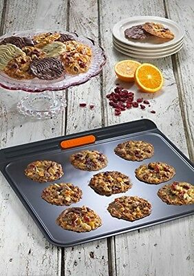 Le Creuset Toughened Non-Stick Bakeware Insulated Cookie Tray - 38 Cm