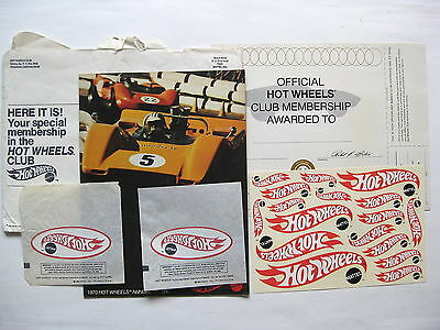 1970 Hot Wheels Annual  + decals, iron on and membership certificate