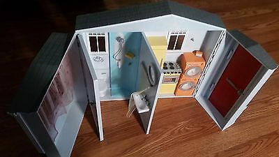 2005 Mattel Barbie Totally Real Playset Fold up House with Working Sounds EUC