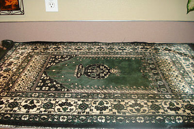 """Rug Green and White 28"""" X 40"""" Vintage PERSIAN Accent Rug Carpet NICE"""