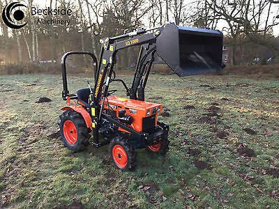 Kubota B7001D Medium Compact Tractor 4WD  with New Front Loader