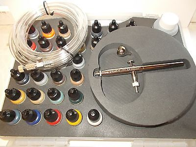 Harder & Steenbeck Ultra Airbrush. Plus 29 Vallejo Model Air Basic Colours 71172