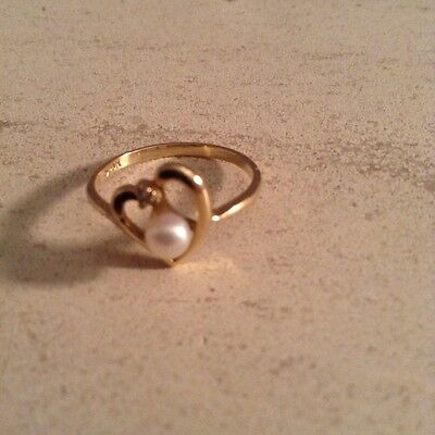 9ct Gold Cultured Pearl and Diamond Ring