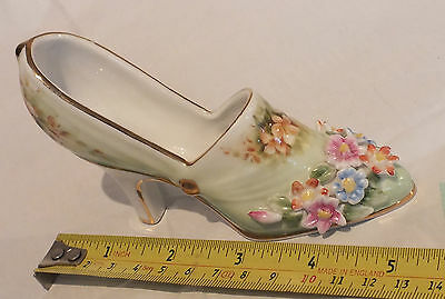 Regal Collection Shoe with flower pattern (See pics) JOB LOT GX5