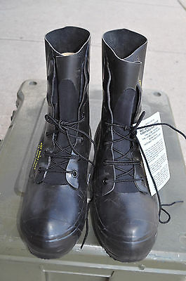 NEW Bata Extreme Cold Weather MICKEY MOUSE Bunny Boots Black Size 9R / 9.5R