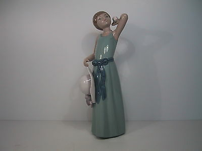PRETTY LLADRO FIGURE 'PRISSY' No. 5010 (From Ribbons & Bows Series)