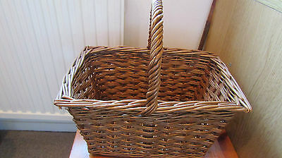 Gorgeous Wicker Hamper Basket with Handle ~ excellent condition and quality