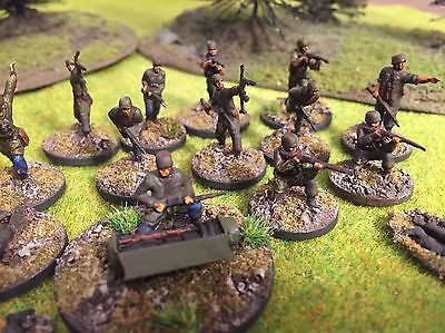 15 x 1/72 World War 2 plastic painted Revell German Paratroopers