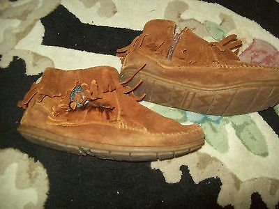 Minnitonka Fringed Moccasions Size 5.5 Nr*