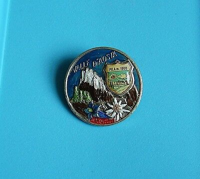 Vale D'aosta broach type pin badge charity in the Alps