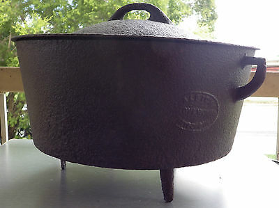 Vintage cast iron camp oven Albion Maryborough No. 12 oven works