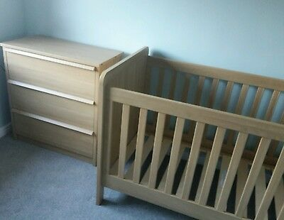 Mamas & Papas Moda Baby/Toddler Cot bed and chest of drawers *Nursery furniture*