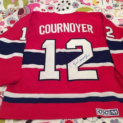 Montreal Canadiens  Yvan Cournoyer signed  jersey