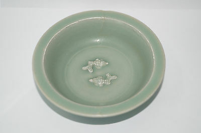 Rare Song dynasty longquan celadon large plate with twin fish motif 13cm