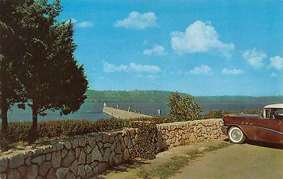 ROADSIDE PARKING & FISHING PIER-Mississippi River    c1950's Car     Postcard