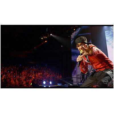 Justin Bieber on Stage Performing Singing and Dancing 8 x 10 Inch Photo
