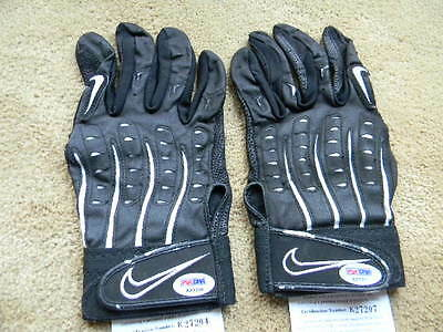Rickey Henderson game used signed / auto NIKE batting gloves PSA/DNA
