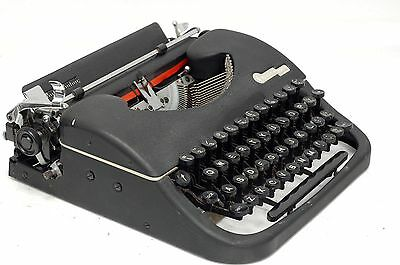 ++ Oliver Courier Black  Portable Typewriter ++ Working Condition Nice Case