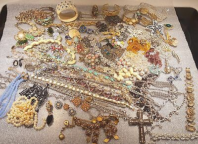 signed, unsigned,rhinestone JUNK ,FINDINGS JEWELRY RECOVERY LOT