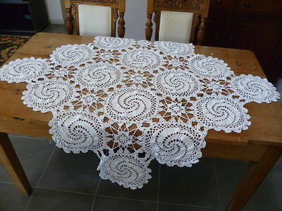 VINTAGE WHITE HAND CROCHETED HEAVY DECO DESIGN TABLECLOTH 109 cms x 107 cms