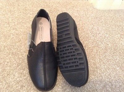 DAMART ladies black leather wedge shoes, size 4. new with tags