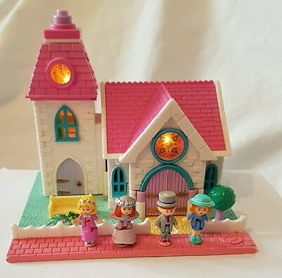 Vintage Polly Pocket Wedding Chapel White Pollyville 1993 Dolls excellent cond.