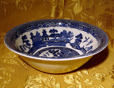 """Johnson Bros *willow* Round Vegetable Bowl 8-1/4"""" Made In England"""