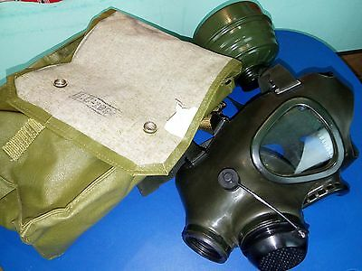 Complete M85  Romanian GAS MASK very good- mask filter bag dated 1994