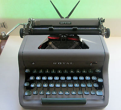 Vintage Working 1954 Royal Quiet De Luxe Portable Typewriter With Case