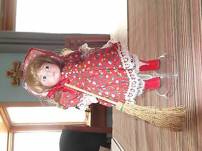 """9"""" doll collection set of 7  T.C. 1996 and 1997"""