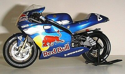 Minichamps Garry McCoy 2002 Red Bull Yamaha 1:12th scale model bike