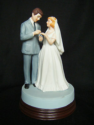 """Norman Rockwell """" Bride and Groom"""" Figurine 1986 Museum Collections Music Box"""