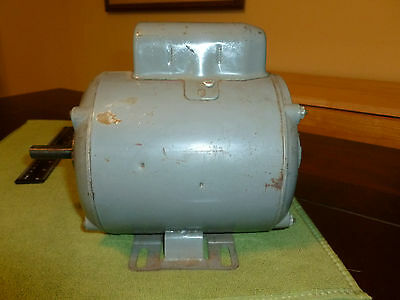"Vintage WILTON 115/230V 1/3 hp electric motor 1725RPM  1/2"" shaft. Made in USA."