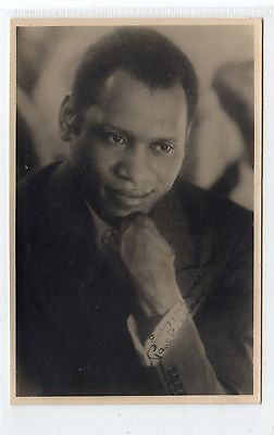 Signed plain back picture postcard of Paul Robeson (C24428)