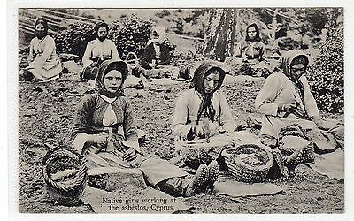 NATIVE GIRLS WORKING AT THE ASBESTOS: Cyprus postcard (C23906)