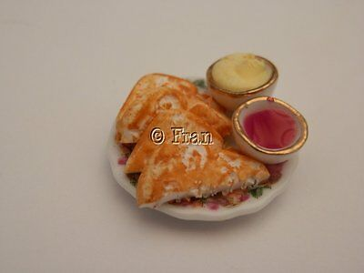 Dolls house food: Plate of toast and jam   -By Fran
