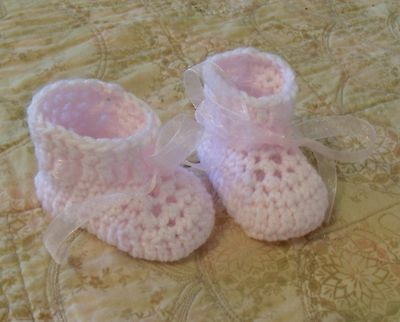 Sale--BABY SHOES HANDMADE CROCHET 0-3 MONTHS Pink by ROCKY MOUNTAIN MARTY