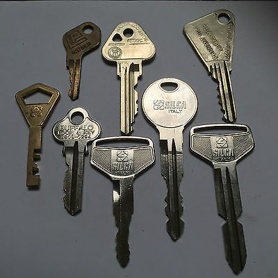 8 Old Collectable Keys Antique, Rustic, Locksmith #080