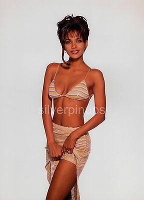 Orig 1997 HALLE BERRY Flirtatious.. BIKINI FASHION Portrait by HARRY LANGDON